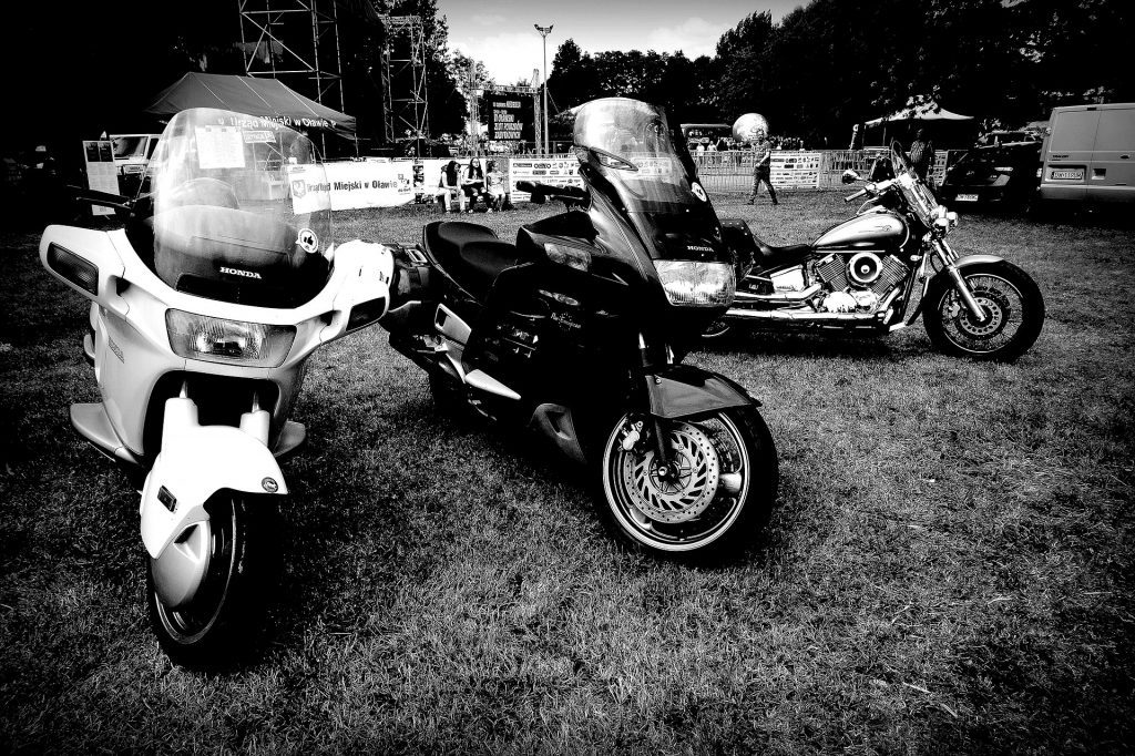 motorcycles-2456247_1920